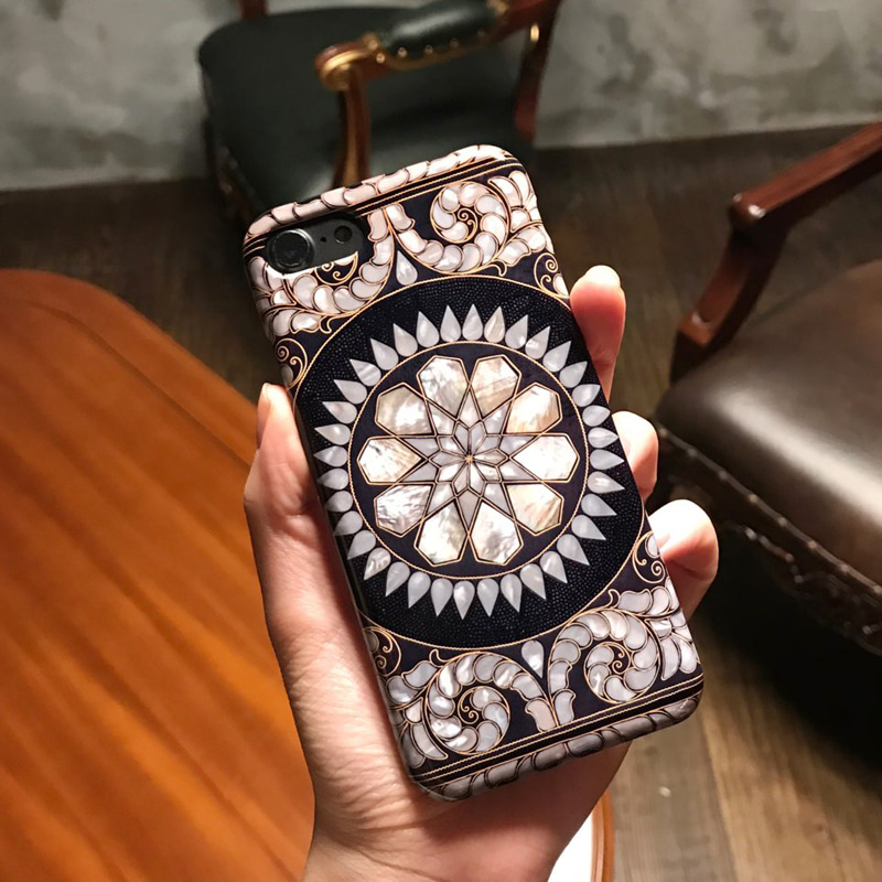 round antique phone case